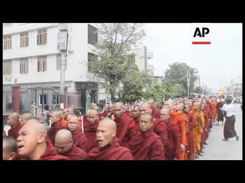 Buddhist monks march to support govt's handling of Rohingya Muslims