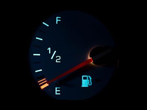 أقصى مسافة تقطعها السيارة بعد اضائة لمبة الوقود Youtube