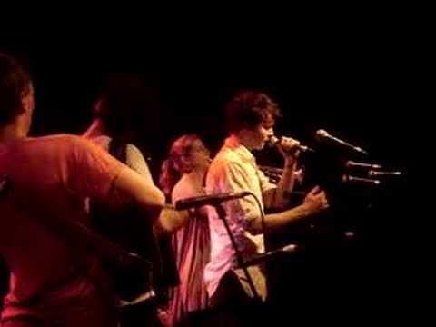 Beirut - Le Moribond (Brel Cover) Live in Paris