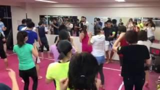 浜松町 大門 キックボクシング ダイエット 筋トレ 引き締め キック練習 前蹴り 音楽 穏座ビート
