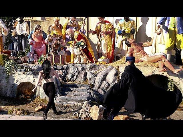 Una femen trata de robar un Niño Jesús del Vaticano