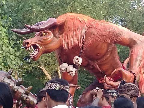 Parade Ogoh ogoh bali