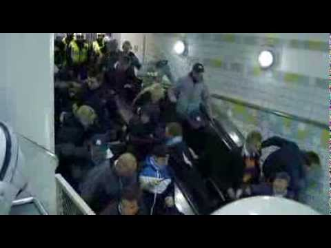 Football fans in rocket-speed escalator - Supportrar i skenande rulltrappa THE ORIGINAL