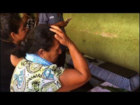 Familiares lloran 13 muertes por caída de helicóptero en México
