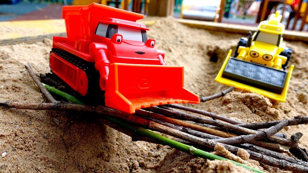 Машинки для мальчиков - Игры с песком на детской площадке ...