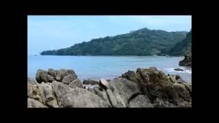 Deburan ombak Pantai Cibangban