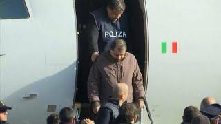 Cesare Battisti aterriza en Italia tras 37 años huido