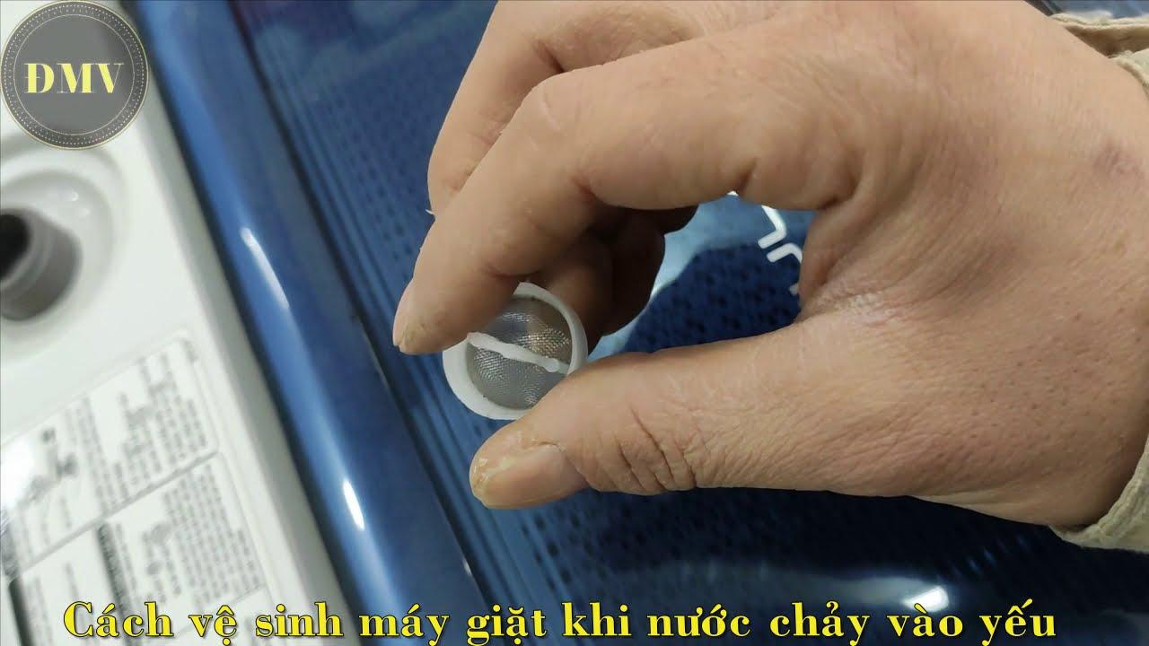 Cách vệ sinh máy giặt khi nước chảy vào yếu - YouTube