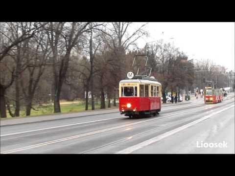 Jedzie tramwaj po szynach