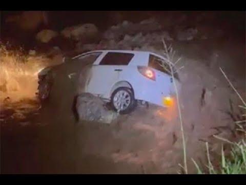 Carro fue arrastrado por fuerte corriente del río Frío y quedó pendiendo de una roca