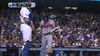 Repeat youtube video Uribe bashes Dodgers into next round