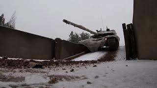 Занятия по вождению <b>танков</b> Т-72Б3 в псковском соединении ...