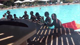 Бар в воде,жара,охлаждаемся.(Шарм-эль-Шейх — город-курорт в Египте на южной оконечности Синайского полуострова на побережье Красного..., 2016-02-01T12:49:35.000Z)