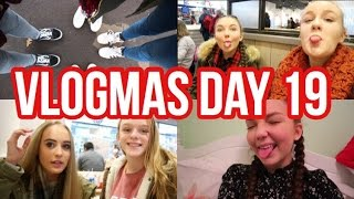 VLOGMAS DAY 19// TEACHING MY FRIENDS HOW TO VLOG  Floral Sophia Vlogs