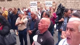Վճռաբեկ դատարանի շենքի մուտքն արգելափակվել է․ Սամվել Բաբայանի աջակիցների բողոքի ակցիան