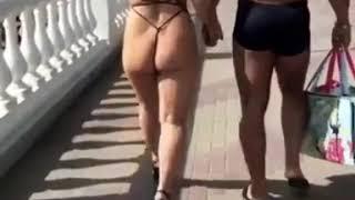 Жители Черноморского побережья заметили девушку в слишком откровенном купальнике