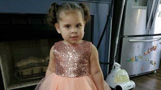Nayeli teaches us how to dance punta