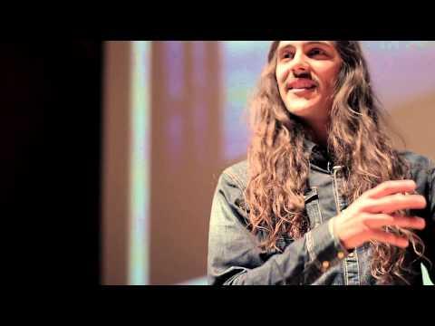 Vivir Viajando | Carlos E. Lang | TEDxCalzadaDeLosHéroes