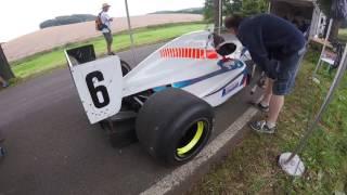 Échauffement du moteur Cosworth de la formule 3000 de Philippe Guélat #4