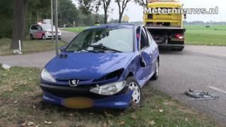Twee auto's botsen in Rouveen