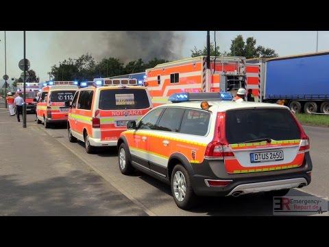 [GROSSBRAND IN DÜSSELDORF] - Flüchtlingsunterkunft auf Messegelände im Vollbrand ~ 30 Verletzte -