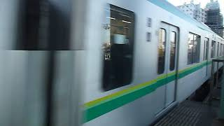 登戸駅朝ラッシュ 東京メトロ16000系千代田線直通電車到着