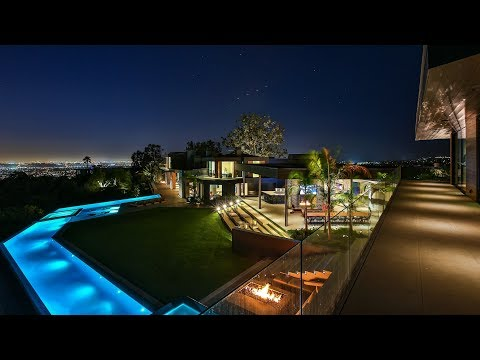 Extraordinary Modern Mansion in Beverly Hills