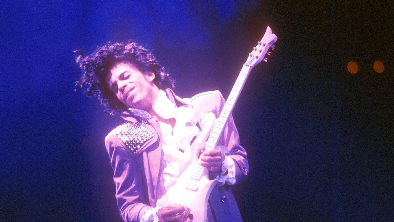 Prince - Kiss (lyrics)