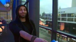 مغني أول فرقة راب فلسطينية يرتجل أغنية أمام كاميرا DW عربية