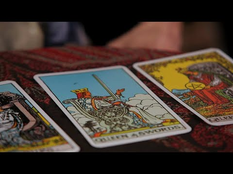 How to Read the 4 Queens | Tarot Cards