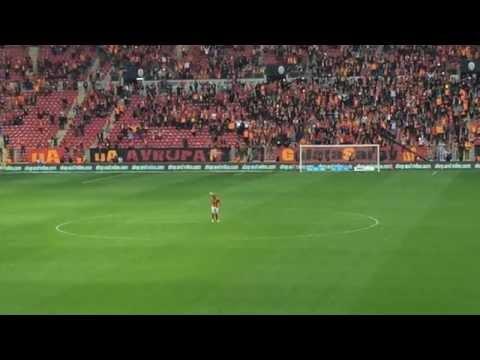 Wesley Sneijder leads Galatasaray fans in amazing celebration