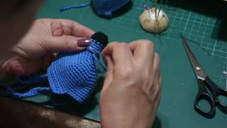 Amigurumi minion: 4. bölüm  ayak yapımı ve  pantolona dikimi