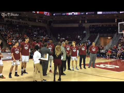 Watch South Carolina men's basketball get Final Four rings