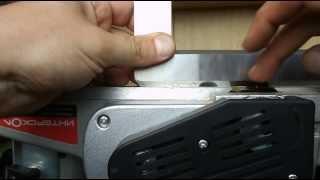Настройка параллельности подошв электрорубанка Интерскол Р-110/1100М(Имею рубанок Интерскол Р-110/1100М, гоняю в стационарном положении как минифуганок. В целом - доволен, но из..., 2013-06-22T17:28:48.000Z)