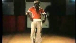 Video Funk-danse-James-Brown-step.flv download MP3, 3GP, MP4, WEBM, AVI, FLV Oktober 2018