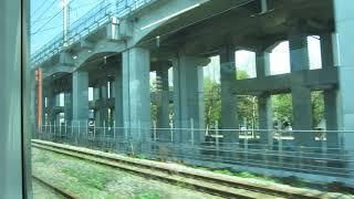 JR東日本E129系「信越本線」新津行きが新潟駅を発車(車内より)