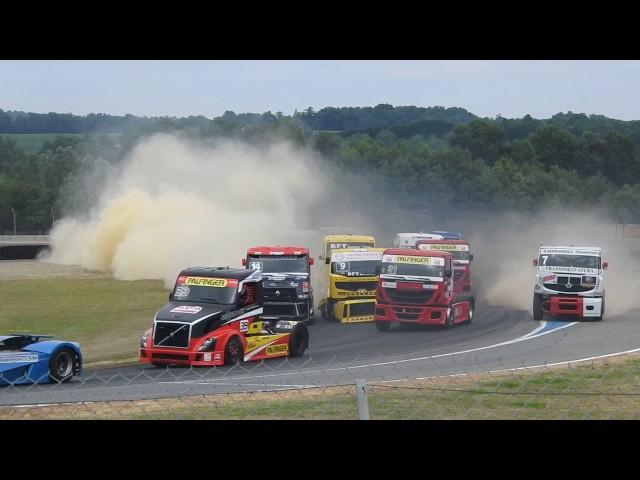 IMPRESSIONNANT départ course 2 Grand-prix camion Nogaro 2017