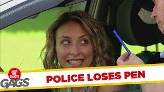 Policía Pierde su Bolígrafo Detrás de la Oreja