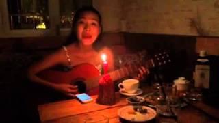 Quynh Scarlett - Quán bên đường (tự chơi guitar)