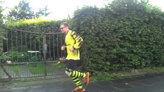 Wettschulden sind Ehrenschulden! Ein Fan von Herne West im BVB Dress unterwegs!