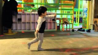 Юный танцор Диско в Симбе :-)