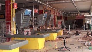 Разграбленный магазин в центре Луганска