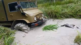 Мерседес унимог в грязи