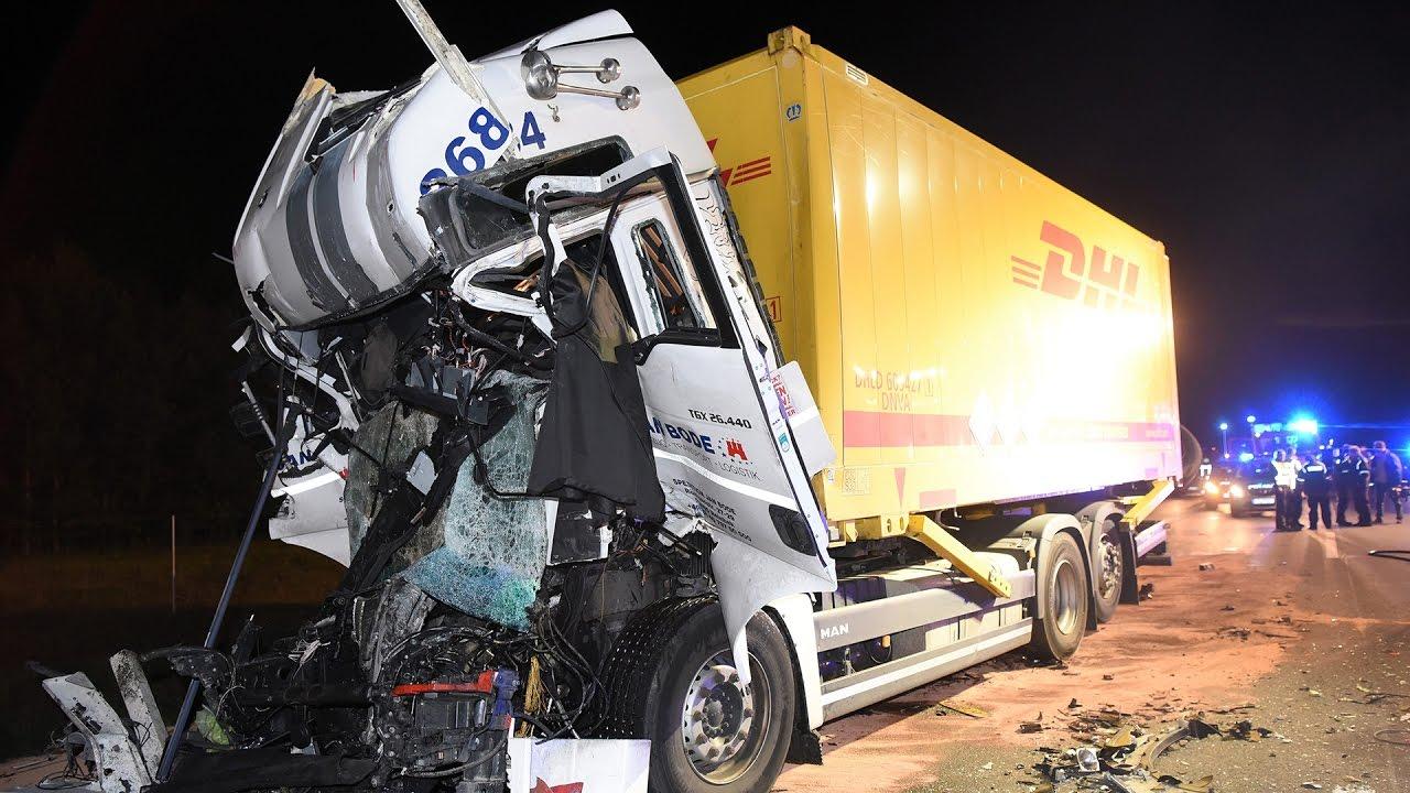 Nördlicher Berliner Ring: Schwerer Lkw-Unfall auf der A10 - YouTube