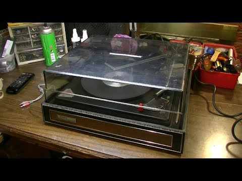 $2 Vintage Yard Sale Turntable - Can We Fix It?