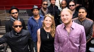 Watch Tedeschi Trucks Band Whiskey Legs video