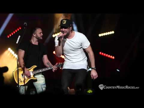 Sam Hunt Throws A House Party at The Ryman