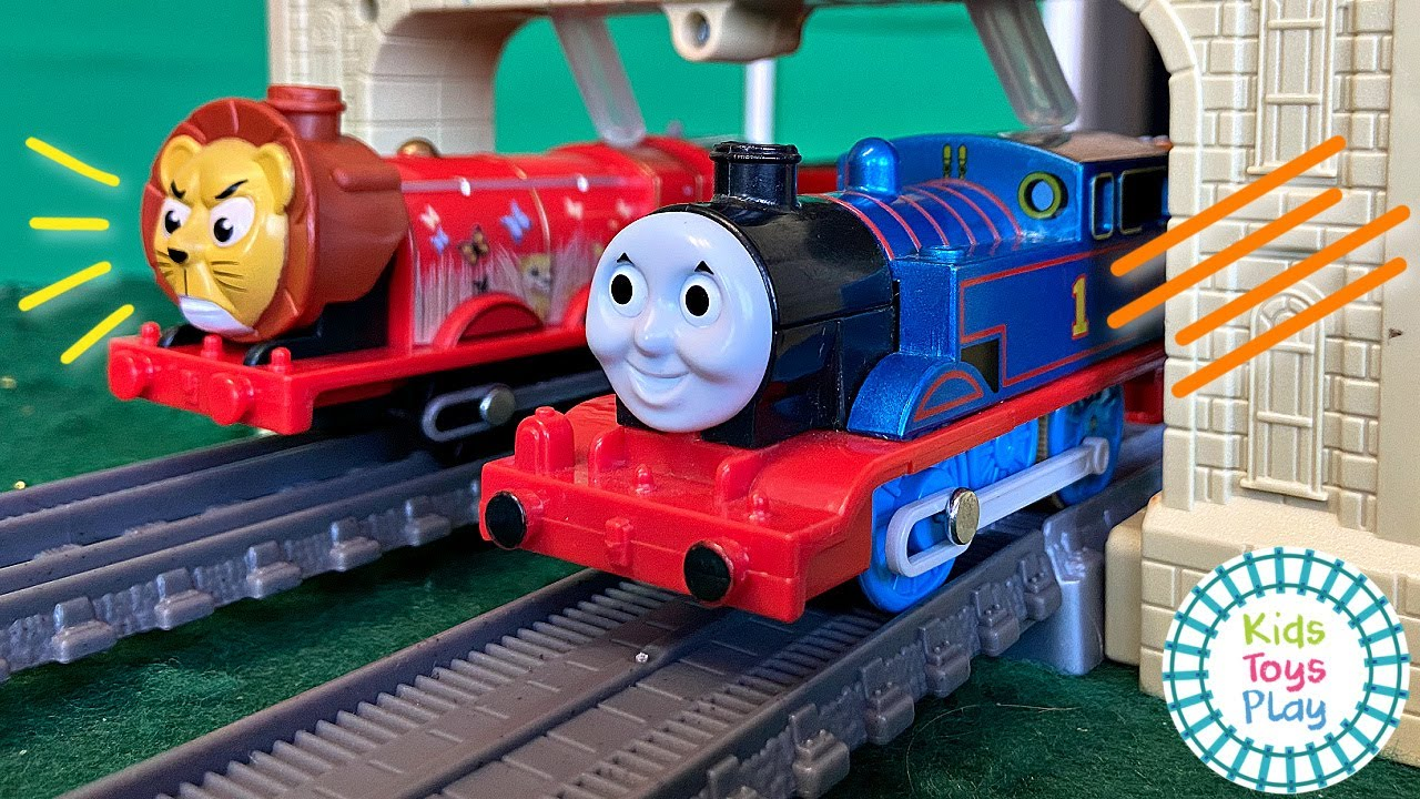 Which Thomas Train is the Fastest? TOMY VS Trackmaster Motorized!