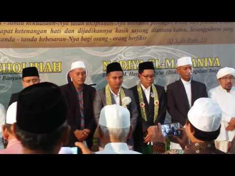 bupati bwi P.AZWAR ANAS menghadiri pernikahan dua putri romo yai hasim sy