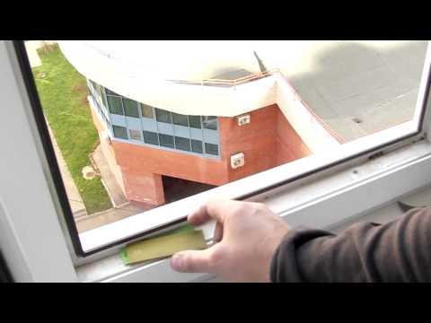 видео: Ремонт пластиковых окон - выравнивание стеклопакета